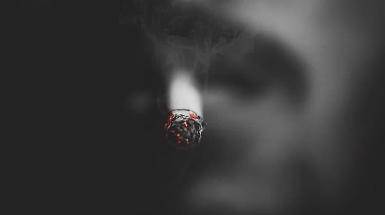 Arabia Mujeres con derecho a fumar en público