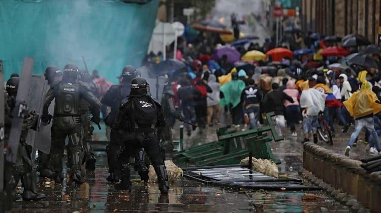 La policía cada día se gana el repudio del pueblo