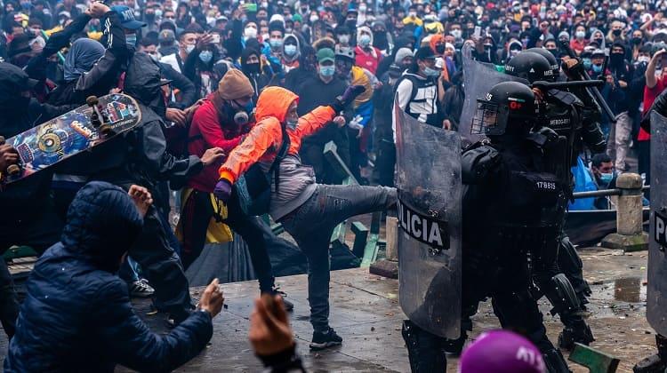La policía llega a sembrar terror al pueblo