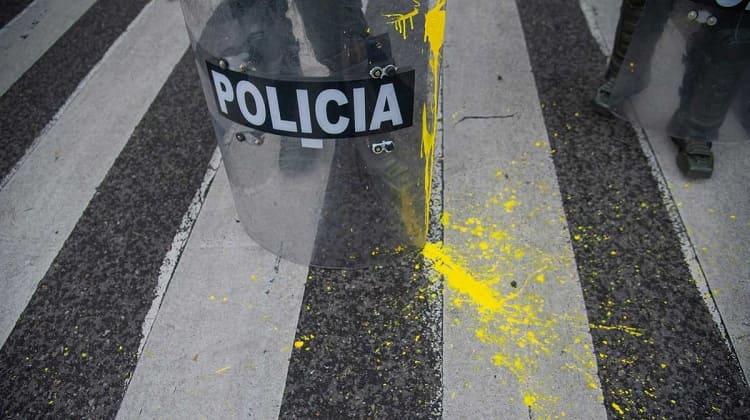 Policías resentidos, salen a desfogar sus humillaciones contra el pueblo