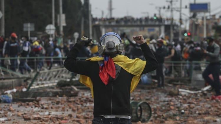 Los valientes «vándalos» siguen en la calle dando la pelea