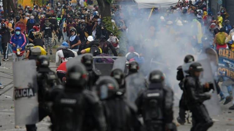 «Los valientes vándalos» siguen luchando por el cambio del país